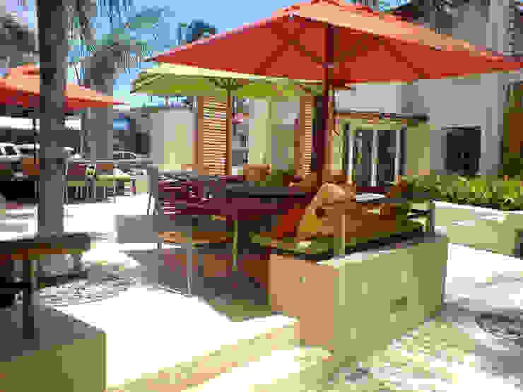 Plaza Ollin Balcones y terrazas modernos de José Vigil Arquitectos Moderno