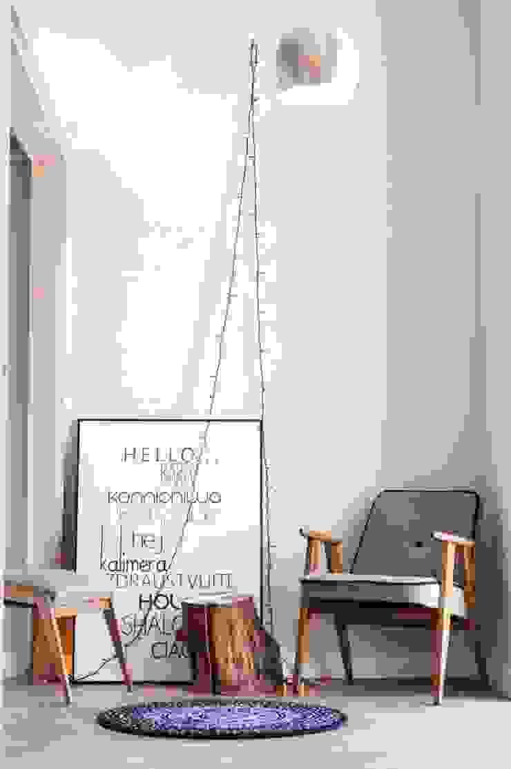Salones minimalistas de enem.studio Minimalista