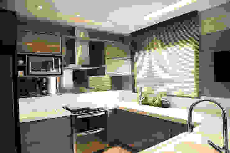 Cozinha Requintada Cozinhas modernas por Suelen Kuss Arquitetura e Interiores Moderno MDF
