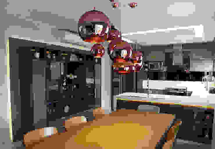 Eetkamer door Suelen Kuss Arquitetura e Interiores, Modern Koper / Brons / Messing