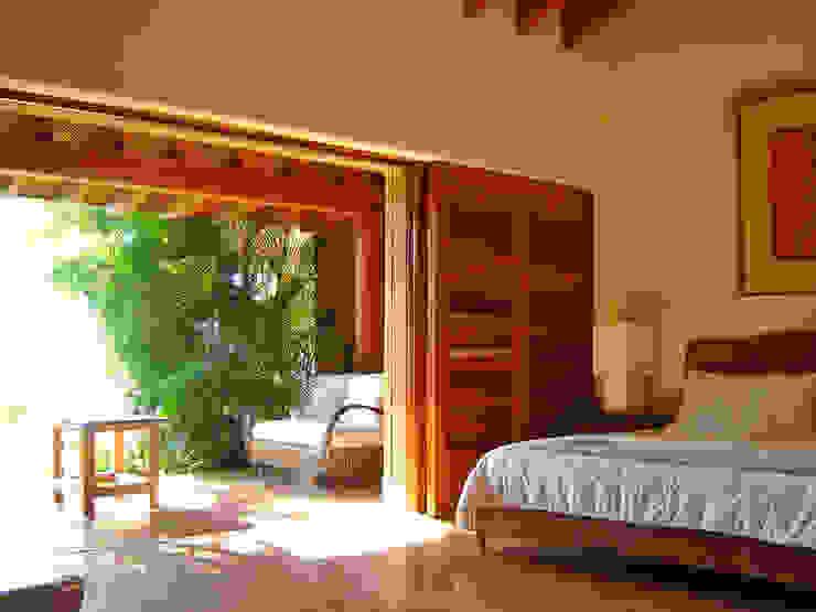 Casa Sol Dormitorios tropicales de José Vigil Arquitectos Tropical