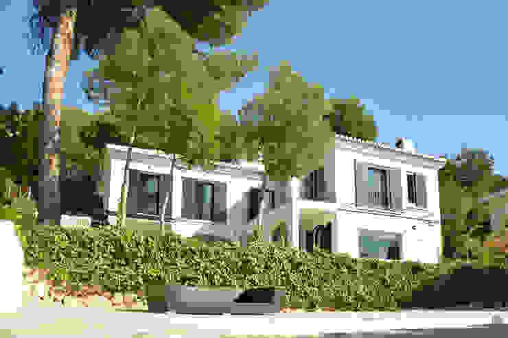 Casa Hazewinkel Jardines de estilo mediterráneo de Domingo y Luque Arquitectura Mediterráneo Ladrillos