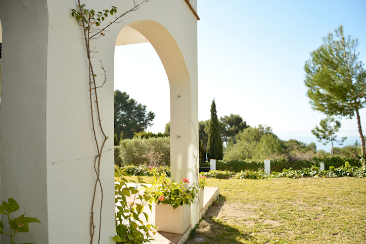 Casa Hazewinkel Jardines de estilo mediterráneo de Domingo y Luque Arquitectura Mediterráneo Cerámico