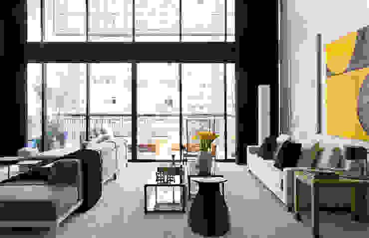 Salas modernas de DIEGO REVOLLO ARQUITETURA S/S LTDA. Moderno