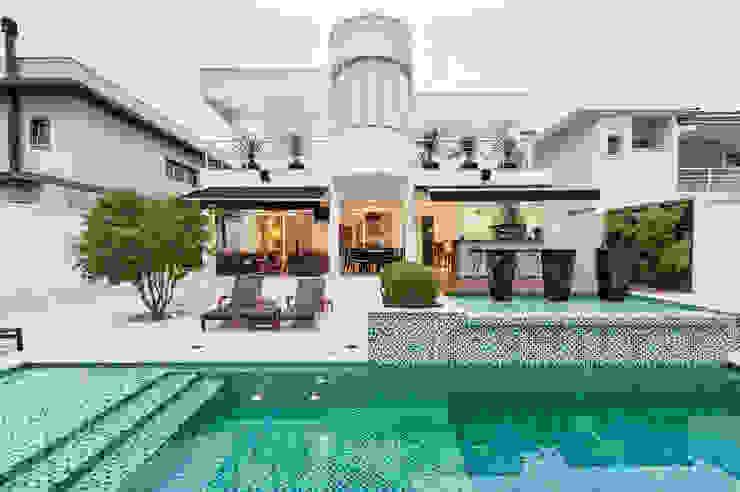 Moderne zwembaden van Branca Vieira Arquitetura e Design Modern Keramiek