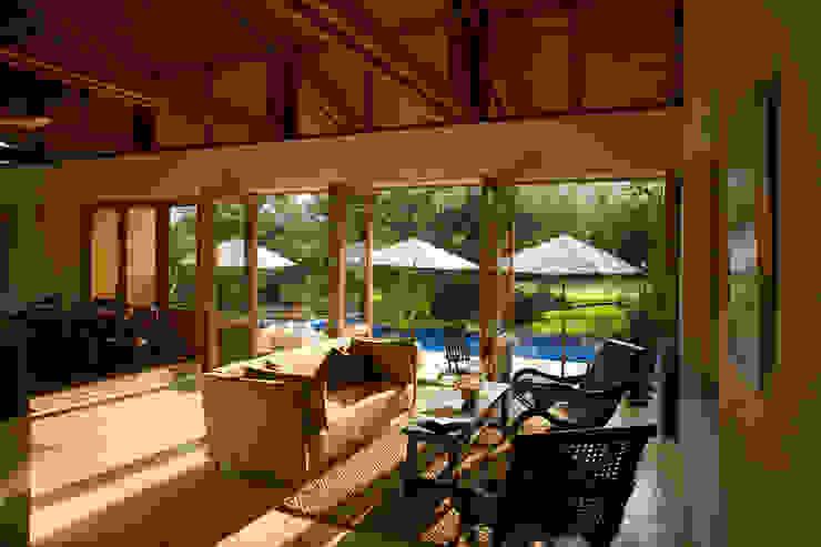 Modern living room by José Vigil Arquitectos Modern