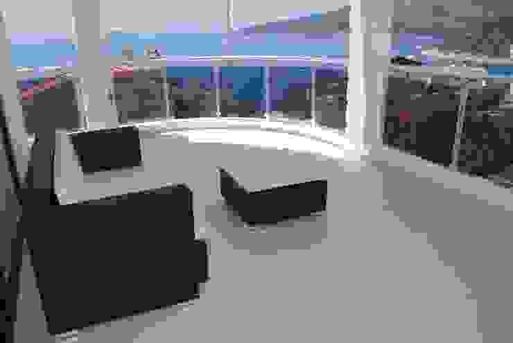 Balcones y terrazas de estilo moderno de SAYTAS SABUNCUOGLU YAPI VE TIC.LTD.STI. Moderno