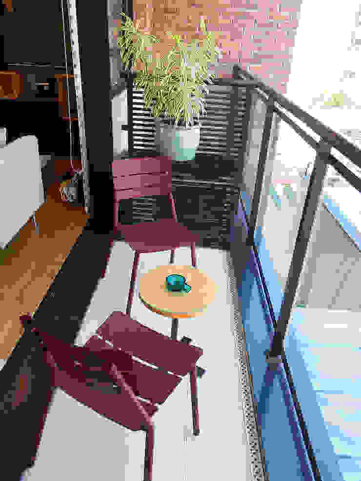 Modern Terrace by LUB Arquitetura - Luiza Bassani Modern