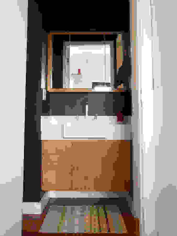 Modern Bathroom by LUB Arquitetura - Luiza Bassani Modern Wood Wood effect