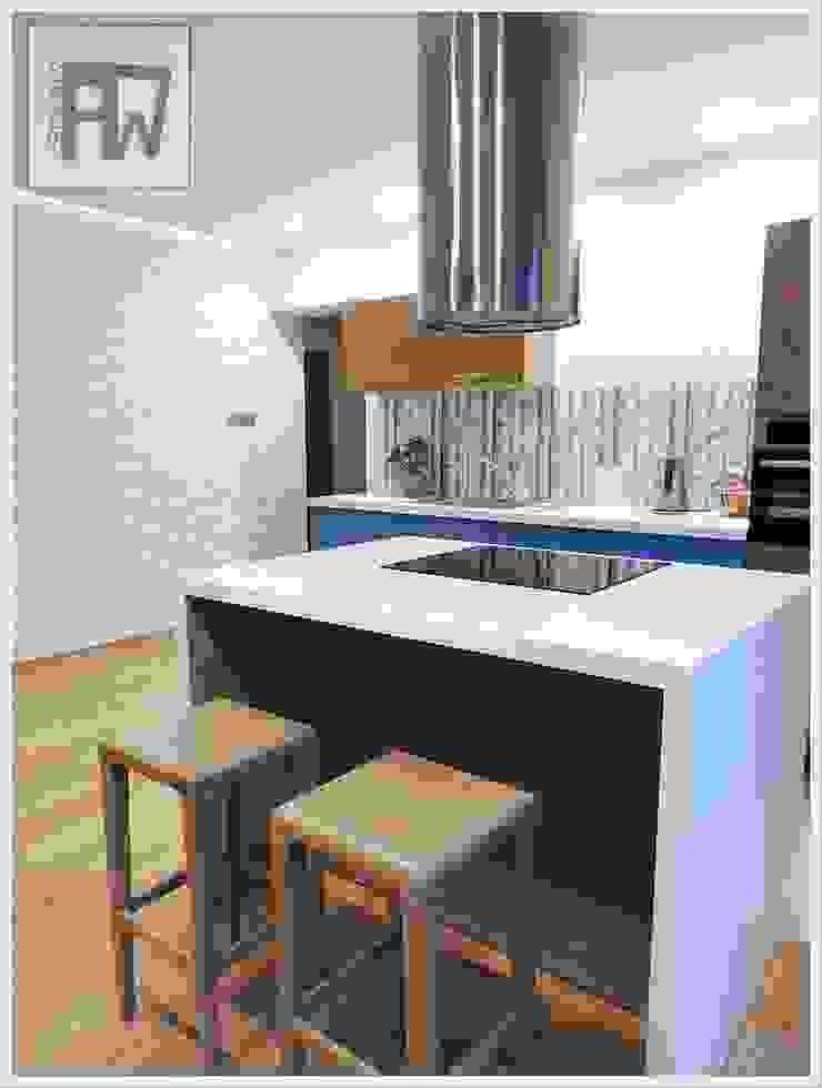 Dąb z nutą szaleństwa Nowoczesna kuchnia od PTW Studio Nowoczesny Kompozyt drewna i tworzywa sztucznego