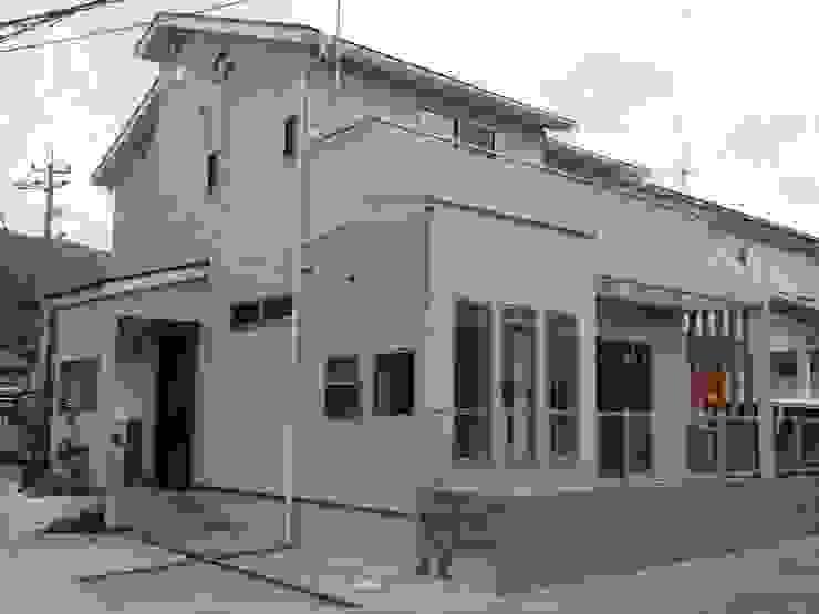 外観 モダンな 家 の DIOMANO設計 モダン 木 木目調