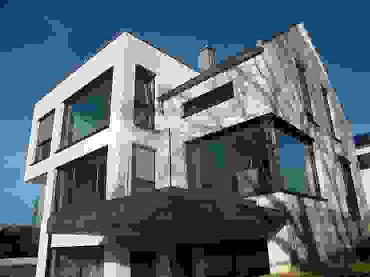 Gartenfassade - blick auf Freisitz Ausgefallene Häuser von homify Ausgefallen Glas
