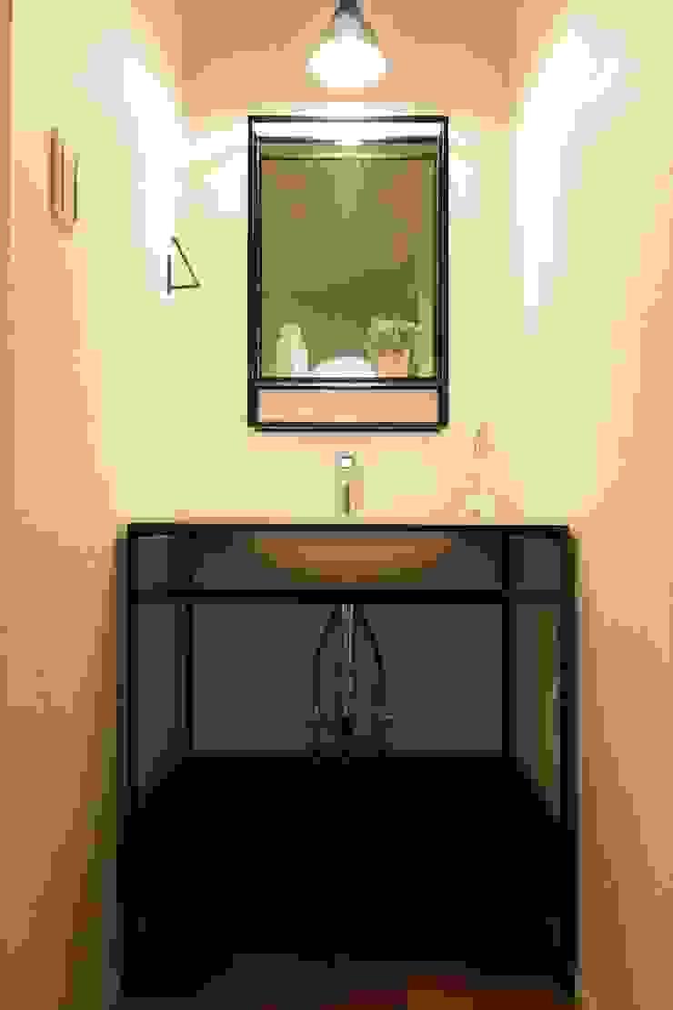 風邪にバイバイ手洗い - 子育てをコンセプトにした住まい「育みの家」 モダンスタイルの お風呂 の ジャストの家 モダン