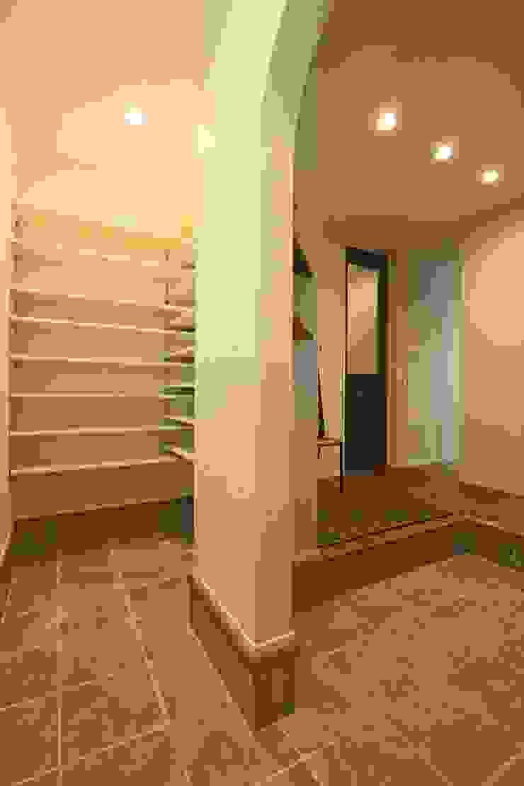 おかえりシューズクローク - 子育てをコンセプトにした住まい「育みの家」 オリジナルスタイルの 玄関&廊下&階段 の ジャストの家 オリジナル