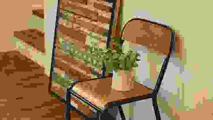 リビングインテリア - 子育てをコンセプトにした住まい「育みの家」 ラスティックデザインの リビング の ジャストの家 ラスティック