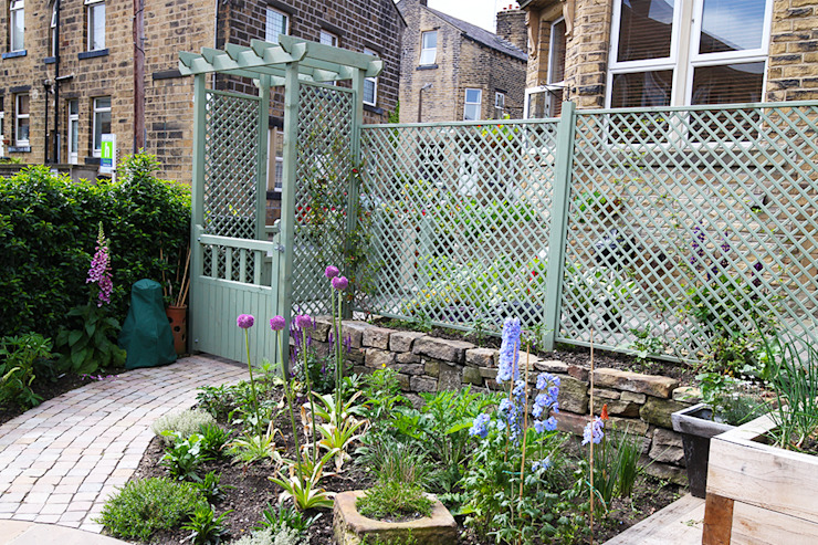 Contemporary Cottage Garden Rustic style gardens by Yorkshire Gardens Rustic