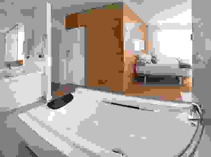 Modern style bedroom by Modesto Crespo Modern