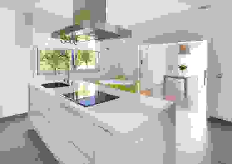 Proyecto de Vivienda en Vigo Cocinas de estilo moderno de Modesto Crespo Moderno