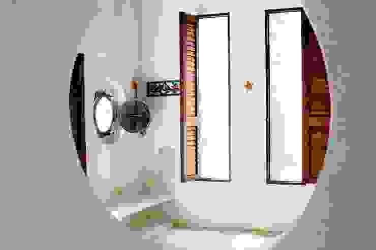 Kubik Lab Tropical style bedroom