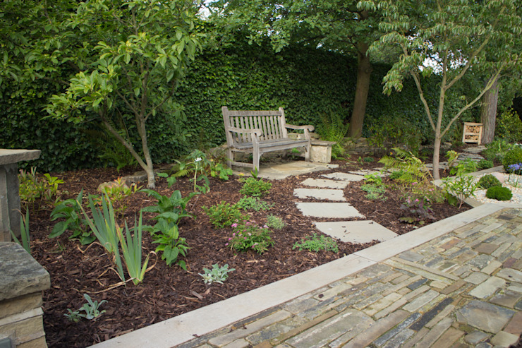 A Modern Garden with Traditional Materials Modern style gardens by Yorkshire Gardens Modern
