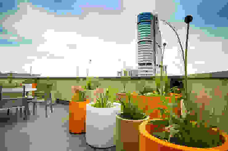 Vibrant Roof Terrace Yorkshire Gardens Moderne balkons, veranda's en terrassen