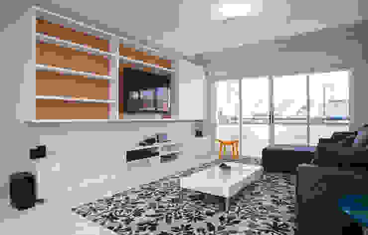 Modern Living Room by LUB Arquitetura - Luiza Bassani Modern Wood Wood effect
