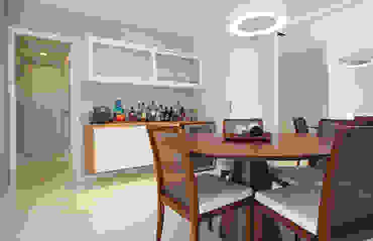 Modern Dining Room by LUB Arquitetura - Luiza Bassani Modern