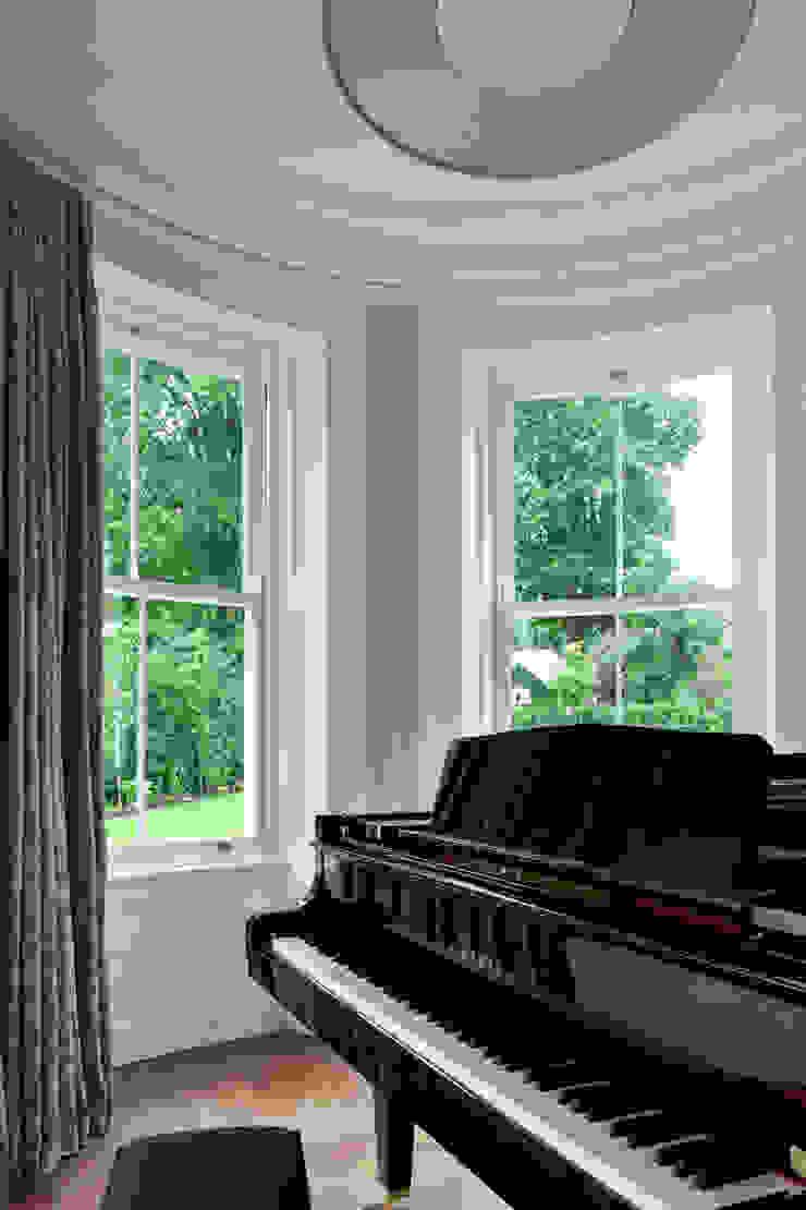 Luxury Style Suburban Mansion Гостиная в классическом стиле от Des Ewing Residential Architects Классический
