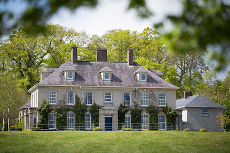 Classical Country House with Replica Olympic Arch Country style houses by Des Ewing Residential Architects Country