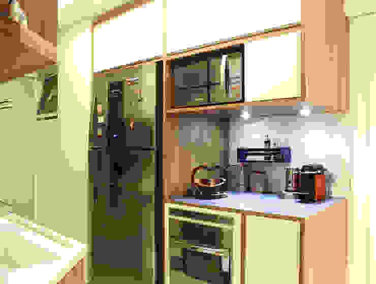 Apartamento MFCO: Cozinhas  por Caravieri Cardoso Arquitetura
