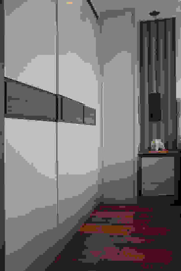 Chambre moderne par Caravieri Cardoso Arquitetura Moderne