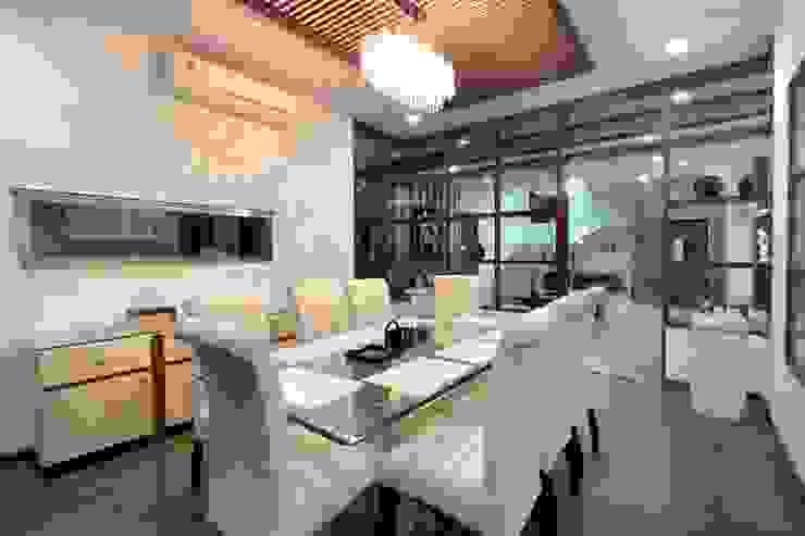 Modern dining room by Bansal Interiors Modern