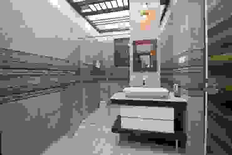 Modern bathroom by Bansal Interiors Modern