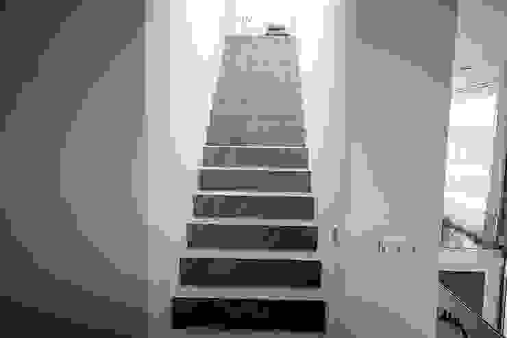 Treppe in Betonoptik Moderner Flur, Diele & Treppenhaus von FD Fliesen GmbH Modern