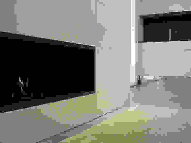 Biocaminetto tea.rchitettura Pareti & Pavimenti in stile minimalista