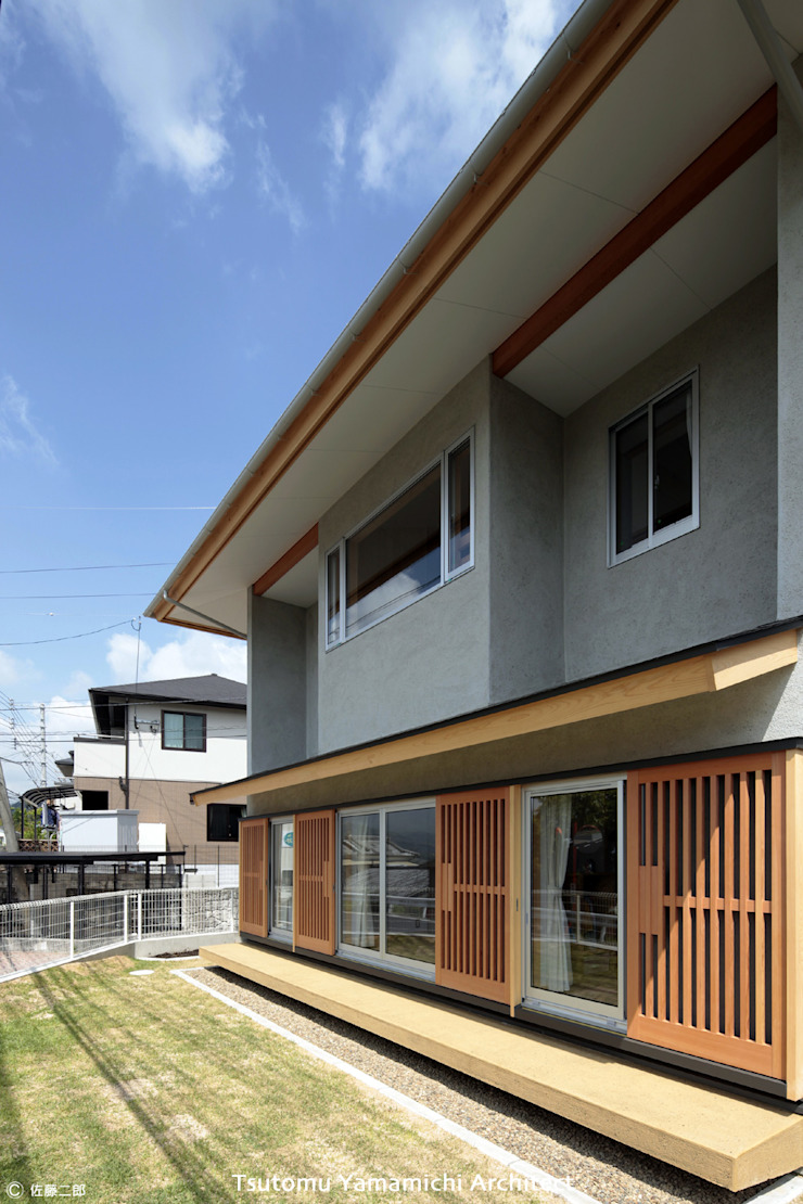 山道勉建築 Scandinavian style balcony, porch & terrace Wood Grey