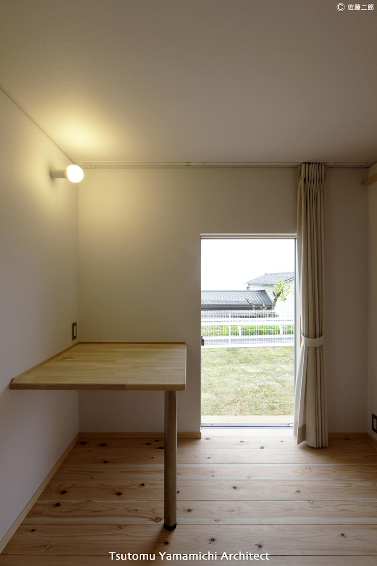 山道勉建築 Scandinavian windows & doors Wood White