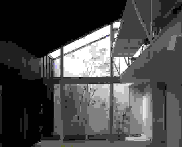C-HOUSE モダンデザインの リビング の 株式会社長野聖二建築設計處 モダン