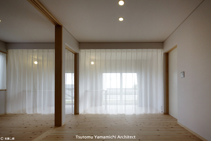 山道勉建築 Scandinavian style bedroom Wood White