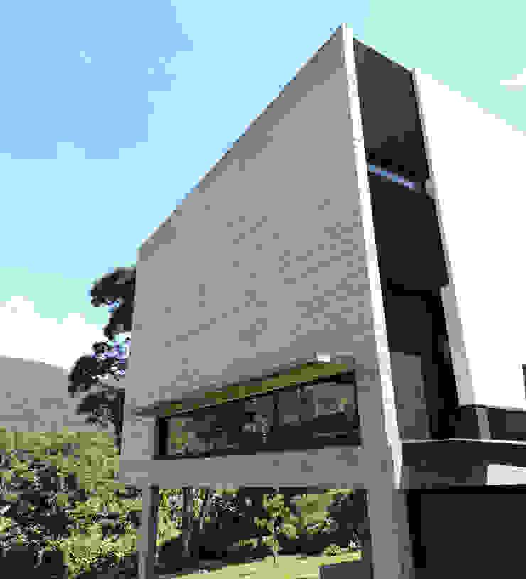 Muro Sur de hormigón visto. Casas minimalistas de jose m zamora ARQ Minimalista Hormigón