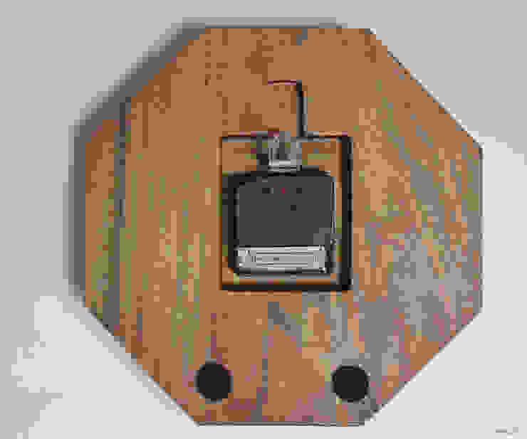 山水画レトロ: アトリエ1が手掛けたクラシックです。,クラシック 木 木目調