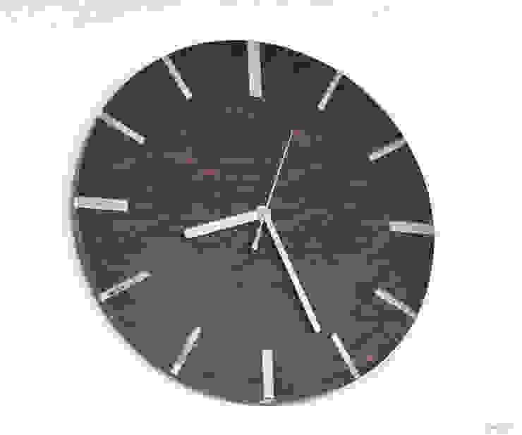 シンプルモダンの掛け時計【ウォルナット】: アトリエ1が手掛けた現代のです。,モダン 木 木目調