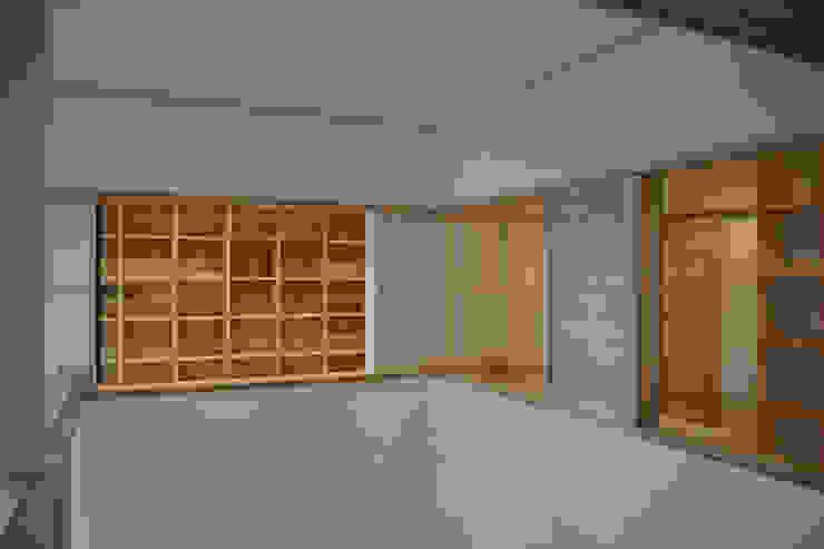 吹抜け 和風デザインの 多目的室 の 本瀬齋田建築設計事務所 和風 木 木目調