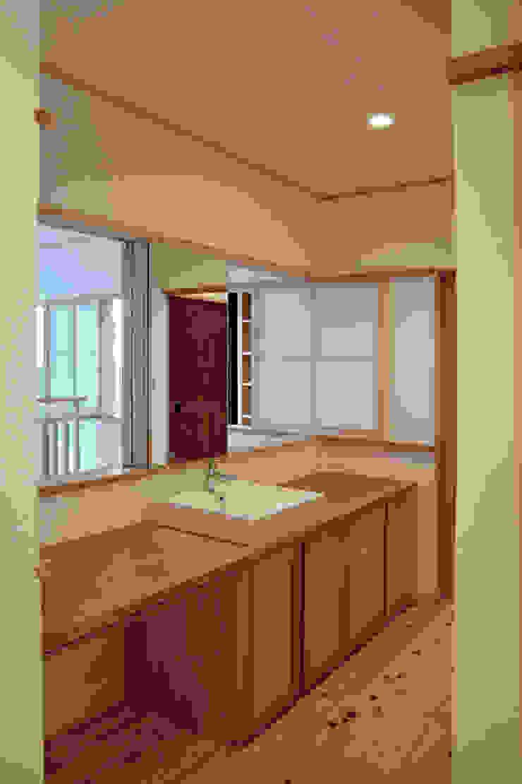 洗面スペース 和風の 玄関&廊下&階段 の 本瀬齋田建築設計事務所 和風 木 木目調