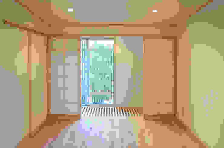 Спальня в азиатском стиле от 本瀬齋田建築設計事務所 Азиатский Дерево Эффект древесины