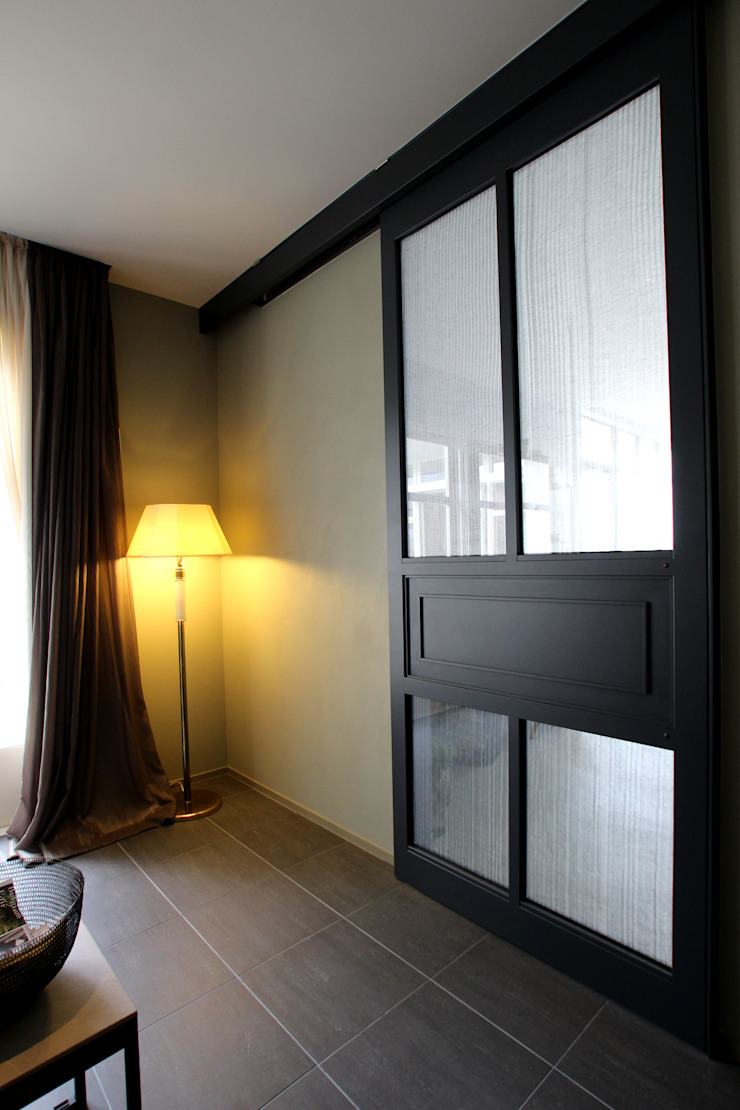 Sakurayama-Architect-Design Modern windows & doors Iron/Steel Black