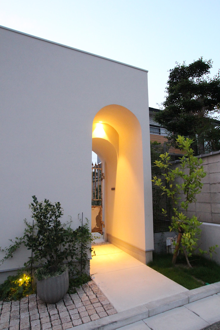 Sakurayama-Architect-Design Eclectic style houses White