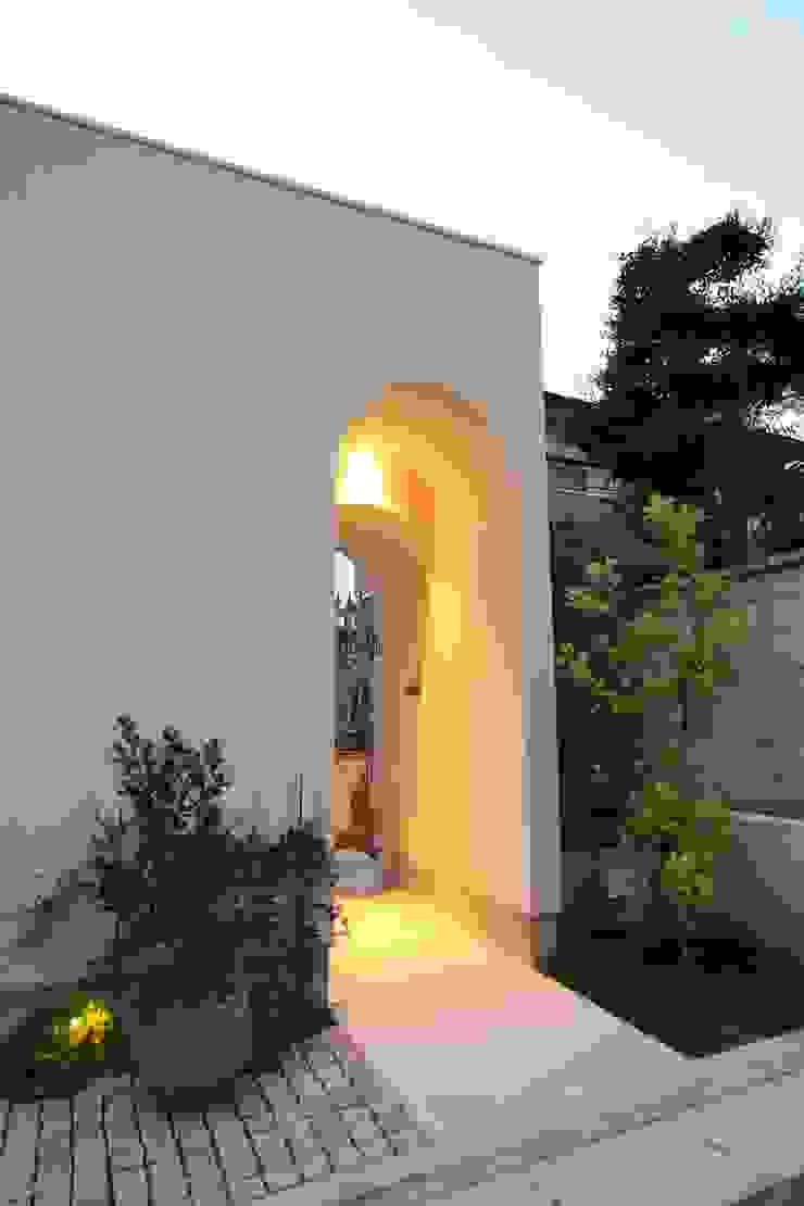 Sakurayama-Architect-Design Rumah Gaya Eklektik White