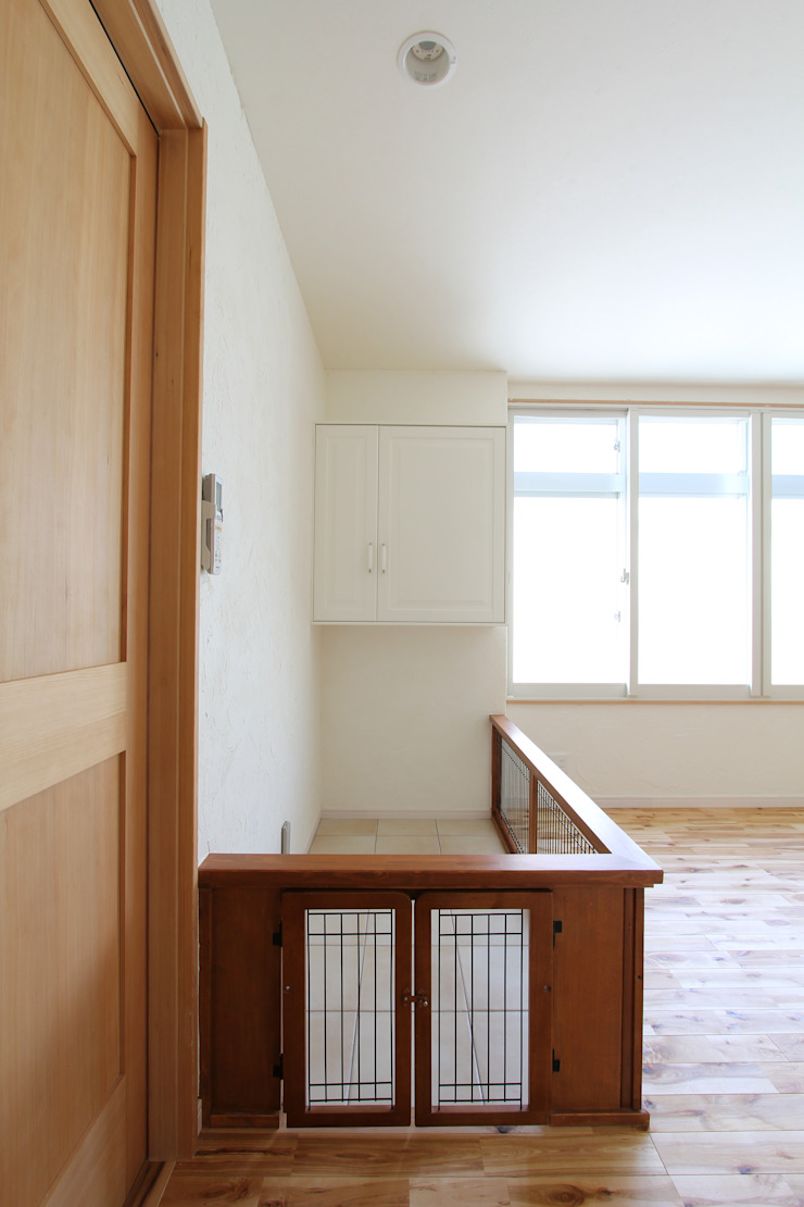 ドラ家のリフォーム: 有限会社横田満康建築研究所が手掛けた折衷的なです。,オリジナル 木 木目調
