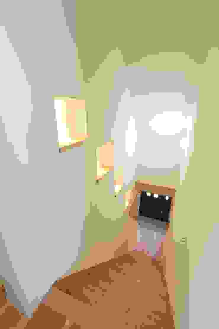 ドラ家のリフォーム: 有限会社横田満康建築研究所が手掛けた現代のです。,モダン